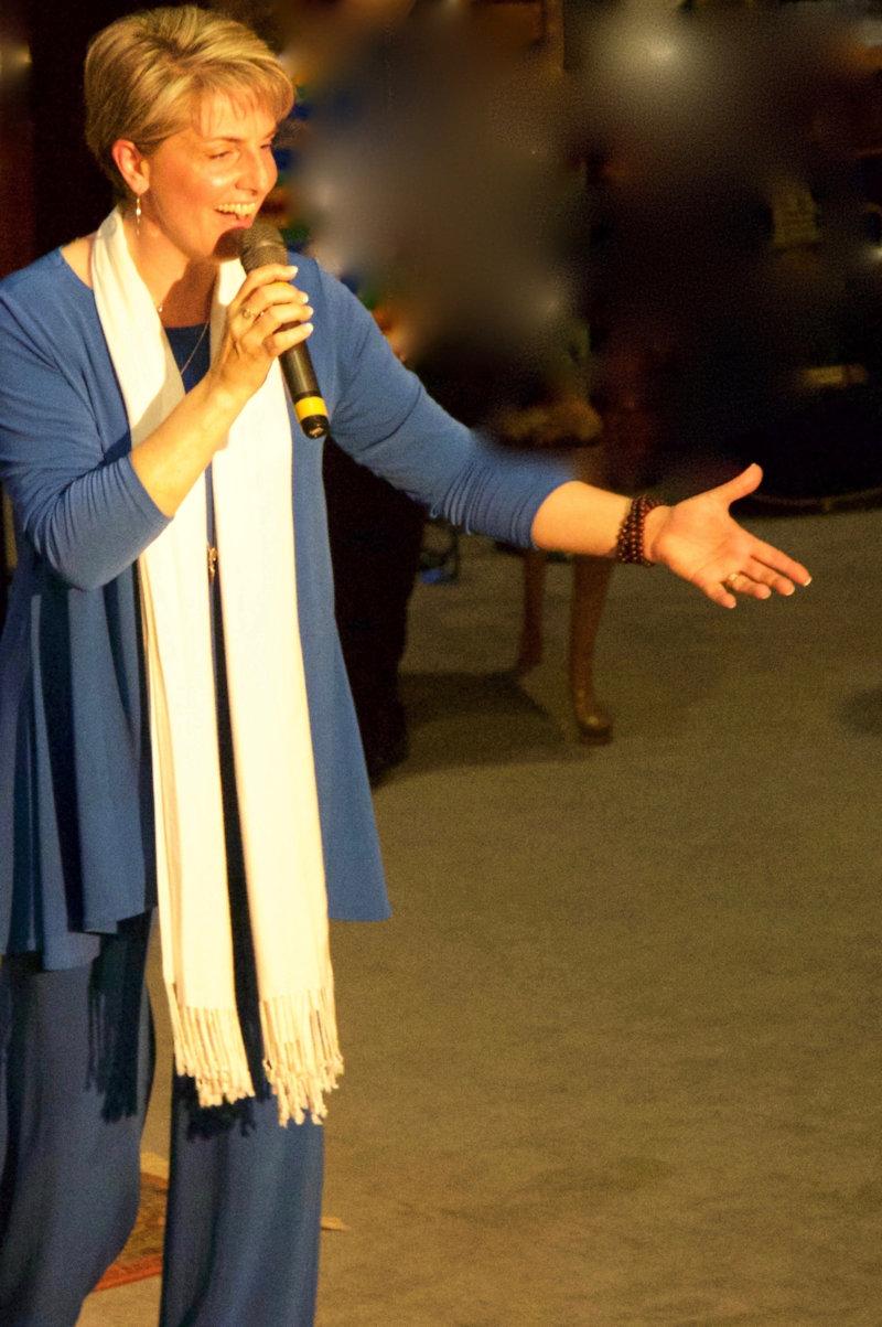 Kath Robinson singing